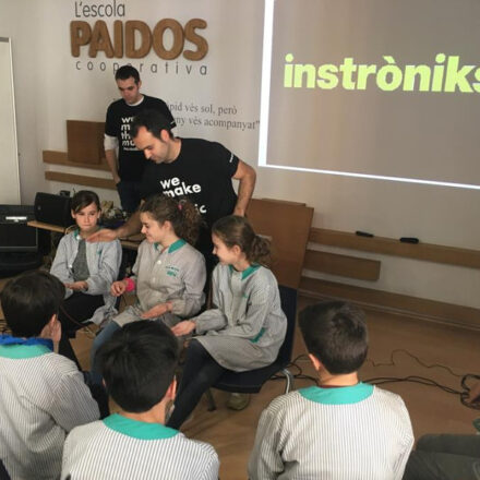 L'Escola Paidos rep la visita d'Instroniks